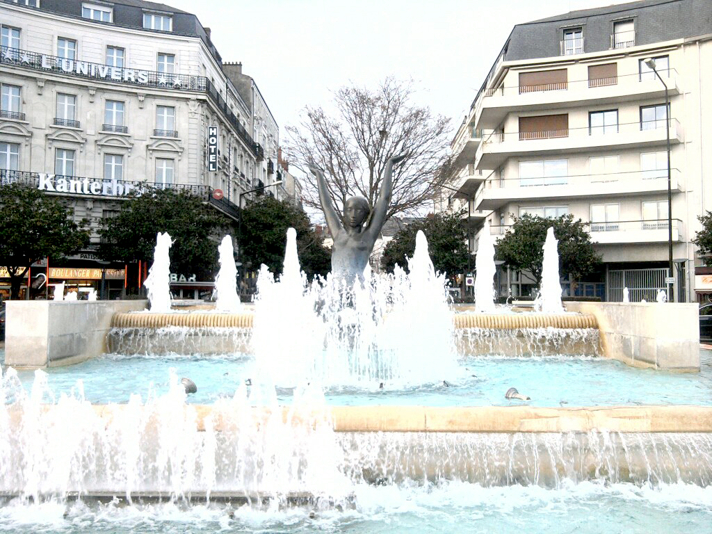 angers-sexy-fountain
